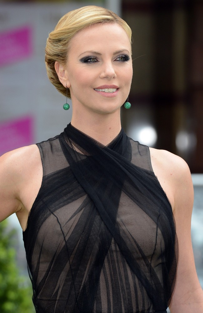 Charlize theron in dior couture voltagebd Gallery