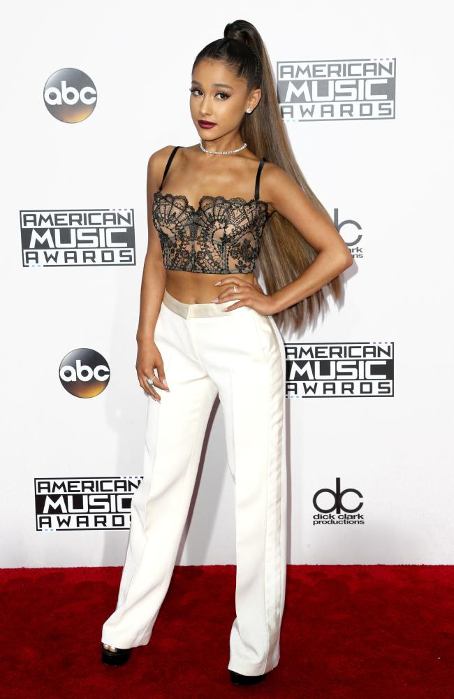 American Music Awards Red Carpet 2016 LUXO
